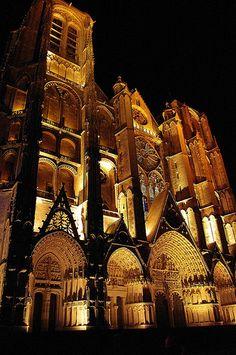 Cathédrale Saint-Etienne la nuit. Bourges (Cher) - Centre