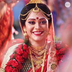 Bengali Bridal Makeup, Bengali Wedding, Bengali Bride, Bridal Makeup Looks, Couple Portraits, Bridal Portraits, Wedding Canvas, Purple Hues, Bindi