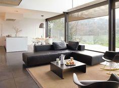 Un salon sobre et élégant / An sober and elegant livingroom : http://www.maison-deco.com/salon/deco-salon/Des-salons-plein-de-vie