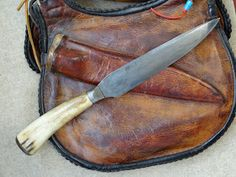 Contemporary Makers: Hunting Pouch and Powder Horn by Gary Birch Leather Craft, Leather Bags, Longhunter, Powder Horn, Hunting Bags, Long Rifle, Blacksmith Projects, Mountain Man, Leather Projects