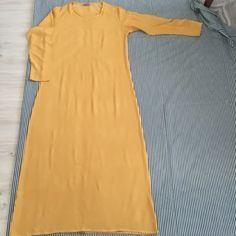 Bu sıcaklarda giyilebilecek tek şey sanırım :) Kalıbını kendi giydiğim bi elbisemi kumaşın üzerine koyarak çıkarttım Beden kalıbını çı...