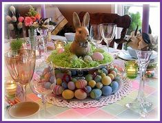 Very Merry Vintage Syle: Easy Easter Table Decoration Ideas Easter Table Decorations, Decoration Table, Easter Centerpiece, Easter Decor, Table Centerpieces, Grass Centerpiece, Easter Buffet, Centerpiece Ideas, Hoppy Easter