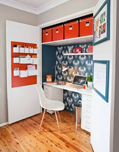 Whether youre working from home or just want a space to keep your computer and paperwork neatly tucked away, this clever home office in a wardrobe ticks all the boxes. The ideal site for your new office is inside a built-in wardrobe in a spare room. Closet Desk, Home Office Closet, Tiny Office, Office Nook, Home Office Space, Red Office, Office Wardrobe, Office Spaces, Closet Space