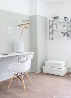 Awesome Accent Wall Ideas Can You Try at Home - Pale jade green – le noir. - Awesome Accent Wall Ideas Can You Try at Home - Pale jade green – le noir & blanc slaapkamer kleur - - Half Painted Walls, Half Walls, Two Tone Walls, Home Office Inspiration, Interior Inspiration, Bedroom Inspiration, Home Bedroom, Bedroom Decor, Girls Bedroom
