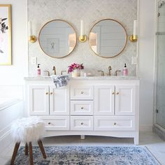 Finally sharing my favorite finishes for bathrooms on the blog today with @deltafaucet! The champagne bronze finish is everything that is right with the world! I miss this bathroom SO much and I'm itching to get my hands on our new house's master bath! http://www.classyclutter.net/2017/08/bathroom-finishes/ #deltafaucet #ad #mallorysprescottviewhome