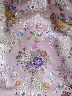 FALDA de FALLERA ( paso a paso) Materiales necesarios: -Tela -Forro -Entretela -Hilo -Hilo hil... Lace Flowers, Designer Dresses, Projects To Try, Textiles, Joy, Couture, Embroidery, Elegant, Floral