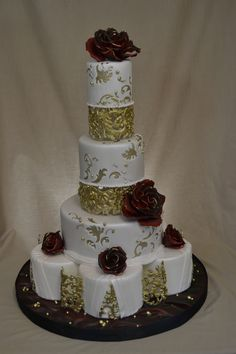 New for me : gumpaste cages Silver Roses, Rose Gold, Gum Paste, Wedding Cakes, Desserts, Food, Wedding Gown Cakes, Tailgate Desserts, Deserts