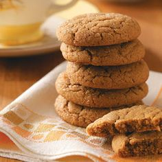 Lara's Tender Gingersnaps Recipe- Recipes Soft gingersnaps embody the tastes and smells of the season. Enjoy cloves, cinnamon and ginger blended into one delicious cookie. These are perfect for Thanksgiving and fall gatherings. Köstliche Desserts, Delicious Desserts, Dessert Recipes, Yummy Food, Ginger Snaps Recipe, Ginger Snap Cookies, Holiday Baking, Christmas Baking, Christmas Cookies
