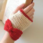This list of 11 Easy Crochet Gloves Pattern Fingerless is a complete pack of fun and excitement for everyone. Crochet Gloves are like the easy go-to for winters. Fingerless Gloves Crochet Pattern, Mittens Pattern, Fingerless Mittens, Crochet Crafts, Easy Crochet, Crochet Projects, Free Crochet, Diy Crafts, Crochet Wrist Warmers