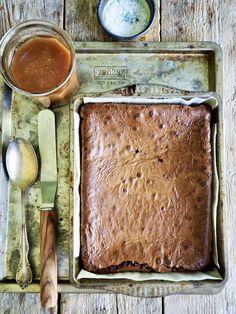 Brownies med salt karamell er hinsides gode! Kombinsjonen er selvsagt litt 'over the top' men ta deg en joggetur før eller etter. Det er de verdt. Let Them Eat Cake, Brownies, Salt, Baking, Food, Inspiration, Caramel, Cake Brownies, Biblical Inspiration