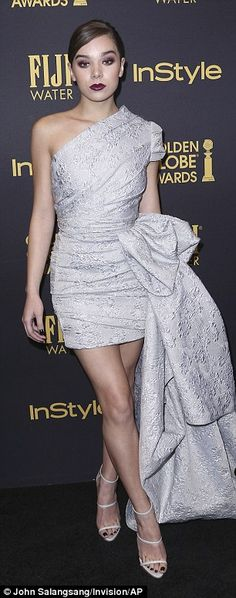 Wow!Hailee Steinfeld and Jenna Dewan put on quite the performance on the red carpet at the Hollywood Foreign Press Association and InStyles Celebration of the 2017 Golden Globe Awards on Thursday in LA