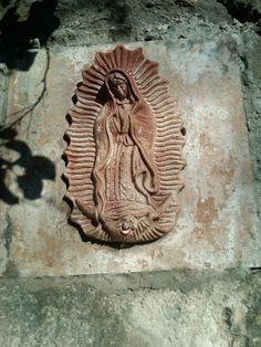 Virgen de Guadalupe en la entrada de una casa en Malinalco.