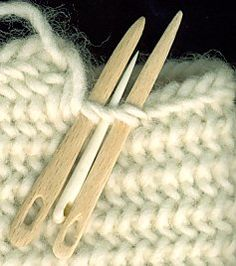 Injection sites for Müsenstich Lucet, Knitting Loom Socks, Knitting Needles, Yarn Crafts, Sewing Crafts, Stitch Patterns, Knitting Patterns, Medieval Crafts, Tablet Weaving