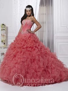Coral Quince Gown...Quinceanera Dress....Vestido de Quince en Coral....Vestido de Quinceanera..