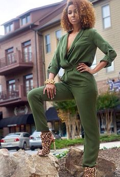 Sistagirl Is KILLING this Army Green Jumpsuit with Those Hot Leopard Booties and Caramel Natural Curls! I Love Fashion, Curvy Fashion, Passion For Fashion, Womens Fashion, Fashion Trends, Looks Style, My Style, Summer Outfits, Cute Outfits