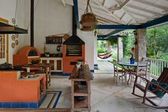 Brazilian countryside - On the outside, the wood oven, barbecue and wood stove -- Na parte externa, forno a lenha, churrasqueira e fogão a lenha Wood Oven, Wood Fired Oven, Old Kitchen, Kitchen Decor, Four A Pizza, Sweet Home, Tropical Houses, Rustic Style, My Dream Home