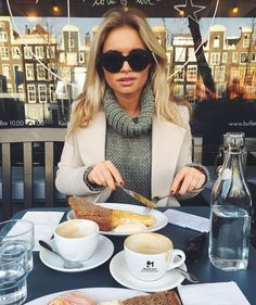 Claarje Rose looking good in Magnolia shades Food Lovers Diet, Coffee Girl, Coffee Coffee, Coffee Drinkers, Lunch Time, Winter Looks, Autumn Inspiration, Best Brand, Photoshoot