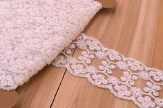 Δαντέλα Τούλι Floral LC8829W  Δαντέλα τούλι floral, πλάτους 75mm σε χρώμα λευκό. Εξαιρετική ποιότητα και κομψό, διακριτικό σχέδιο για όμορφα δεσίματα. Δώστε ένα ρομαντικό, vintage ύφος στις δημιουργίες σας. Ιδανική για να δέσετε μπομπονιέρες, προσκλητήρια, μαρτυρικά, λαμπάδες γάμου και βάπτισης, κουτιά βάπτισης και λαδοσέτ. Χρησιμοποιήστε την ακόμα για διάφορες χειροτεχνίες και κατασκευές. Shag Rug, Rugs, Vintage, Home Decor, Shaggy Rug, Farmhouse Rugs, Decoration Home, Room Decor, Blankets