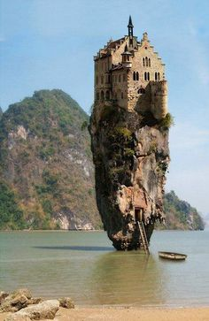 Ireland Castles - Sorry kids, this castle has no yard to play in!