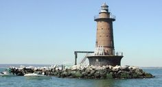 Privately Owned Lighthouses | west-bank-lighthouse-daily-what-nyc-untapped-cities-wesley-yiin.jpg