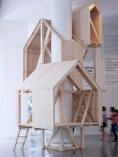 Best Ideas For Architecture and Modern Design : – Picture : – Description These tree house-like cabins are built up around the column of a building rather than over the branches of a tree. Indoor Tree House, Modern Tree House, Indoor Trees, Indoor Playhouse, Playhouse Plans, Deco Kids, Interior Architecture, Interior Design, Wooden House