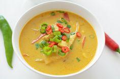 Jedna z moich ulubionych - lekka, prosta w przygotowaniu, pikantna, pełna aromatycznych przypraw tajska zupa z kurczakiem i papryką. Thai Red Curry, Soup Recipes, Food And Drink, Cooking, Ethnic Recipes, Blog, Fit, Kitchen, Shape