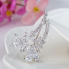 MOLIAM Luxury Jewelry Flower Brooch for Women Silver Color AAA Cubic Zirconia Brooche Pin Valentine Gift MLDYF040