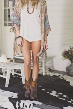 Bohemian Fashion Inspiration.   I've always wanted to dress like this! Maybe I can find me some things! :) $$$