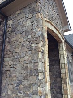 "RealStone Veneers of TN Smokey Mountain Ashlar and 4-6"" Blend"
