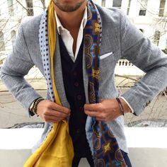 Discover Louis Vuitton Monogram Denim Shawl Ideal for everyday use, this luxuriously soft Monogram Denim shawl is subtle and very feminine. Entirely printed with the Monogram pattern, it features the Louis Vuitton signature Mens Fashion Blog, Suit Fashion, Look Fashion, Street Fashion, Mode Masculine, Mode Man, Style Masculin, How To Wear Scarves, Wearing Scarves