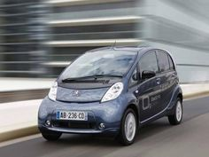 Totalmente movido a energia elétrica, o Peugeot Ion atinge a velocidade máxima de 130 km/h, podendo percorrer 150 quilômetros com uma única carga.