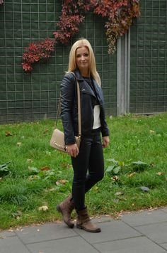 AgneStyle: Black sweatshirt with sequin, jacquard and cream panel