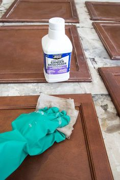 A complete step-by-step tutorial for painting kitchen cabinets to make them as durable as possible for as quickly and easily as possible. Paint Kitchen Cabinets Like A Pro, Antique Kitchen Cabinets, Rustic Cabinets, Kitchen Paint, Kitchen Furniture, Kitchen And Bath, Kitchen Reno, Oak Cabinets, Organizing Kitchen Cabinets
