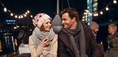 """Wie geht die Liebe in Zeiten der Kurzmitteilung? Die Antwort sucht Schauspielerin Karoline Herfurth in ihrem mit Starpower besetztem Regiedebüt. / Szenenbild aus """"SMS für dich"""", Foto: Warner Bros. Ent."""