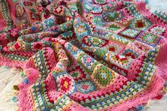 Doily mixture blanket (links to pattern) on Cherry Heart ༺✿ƬⱤღ http://www.pinterest.com/teretegui/✿༻
