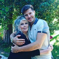 Brigitte Bardot and Vincent Niclo at her home in Saint-Tropez, Brigitte Bardot, Bridget Bardot, Social Photo, Egyptian Movies, Jeanne Moreau, Queen Photos, French Actress, Saint Tropez, Hollywood Stars