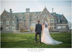 Bride and groom portraits at the Branford house| pictures of weddings at the branford house |