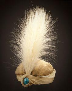 Turbante, Paul Poiret, Francia, 1911, tafetán de seda e hilos metálicos, tafetán de seda, TürkisCabochon y penacho de plumas de garza ♥    Lacma