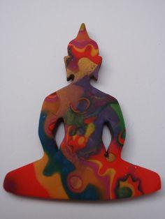 Buddha pendant Polymer Clay Creations, Macrame, Buddha, Dinosaur Stuffed Animal, Jewelry Making, Toys, How To Make, Pendants, Animals
