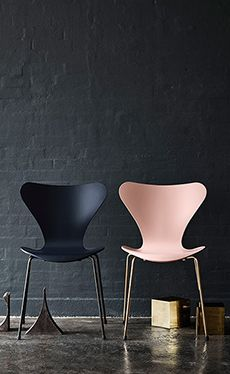 Arne Jacobsen 7'eren 60th anniversary edition. I WANT the pink one - so pretty!