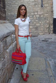 Brighten Up Your Spring Wardrobe With Colored Jeans-- this is a cool color blocking idea Source by ideas casual Business Casual Outfits, Office Outfits, Looks Chic, Casual Looks, Look Fashion, Fashion Outfits, Womens Fashion, Fashion Scarves, Feminine Fashion