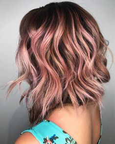 19 Rose Gold Hair Color Looks That Absolutely SLAY Incandescent Rose Gold Highlights: Hairstylist Sh Cabelo Rose Gold, Rose Gold Hair, Gold Hair Colors, Hair Color Pink, Color Red, Brown Hair With Highlights, Hair Color Highlights, Brown And Pink Hair, Balayage Highlights