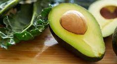 JUGO EFECTO DETOX. Ingredientes: 1 aguacate , 4 kiwis, 1 vaso de agua de coco, 2 hojas de menta , 1 cda de lima. Beneficios:  efecto antioxidante,  prevención contra el cáncer de mama  y de próstata, reduce los niveles de colesterol,  mejora la hidratación y elasticidad de la piel,  combate el estreñimiento.