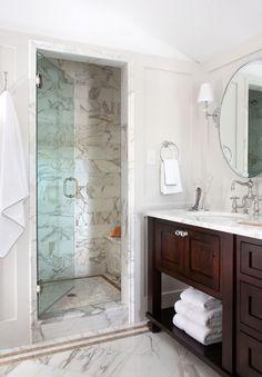 El elemento indispensable es el cancel de baño.