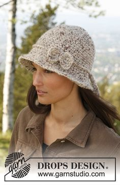 """May – Crochet DROPS hat in """"Eskimo"""". – Free pattern by DROPS Design See other ideas and pictures from the category menu…. Faneks healthy and active life ideas Crochet Hat With Brim, Crochet Adult Hat, Crochet Cap, Crochet Mittens, Crochet Beanie, Love Crochet, Crochet Scarves, Crochet Clothes, Knitted Hats"""