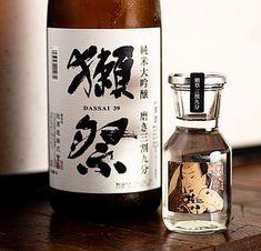 種類豊富な日本酒の中でも特に人気の銘柄です! 旨味の中に華やかでフルーティな味わいがあり、綺麗な甘味が感じられます。 飲み込んだ後には心地の良い爽やかさが広がり、長い余韻が楽しめます。 お刺身から天ぷらまで幅広い料理とも相性が良い!ぜひご来店の際はお召し上がりください。