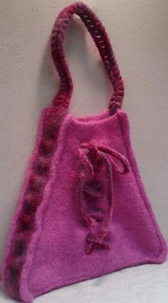 The Cincuenta...a handbag I designed in celebration of a 50th birthday!    http://www.ravelry.com/patterns/library/cincuenta