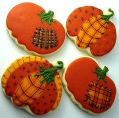 I hope you don't tire of my fall cookies just yet. I did many more of the same yesterday, but I also added a few new Thanksgiving related on. Leaf Cookies, Fall Cookies, Iced Cookies, Pumpkin Cookies, Royal Icing Cookies, Cupcake Cookies, Cupcakes, Crazy Cookies, Cut Out Cookies