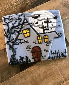 Haunted house cookie, Halloween cookies by edith Bolo Halloween, Postres Halloween, Adornos Halloween, Halloween Sweets, Theme Halloween, Halloween Goodies, Halloween Food For Party, Holidays Halloween, Halloween Decorations