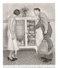 An ice man and his customer study the contents of her new porcelainized steel ice box. The ice compartment is at the top left, and holds three blocks of ice. Below the ice is the milk compartment in the coldest part of the ice box. Vintage Pictures, Old Pictures, Old Photos, Look Vintage, Vintage Ads, Vintage Stuff, Vintage Prints, Belle Epoque, Vintage Appliances